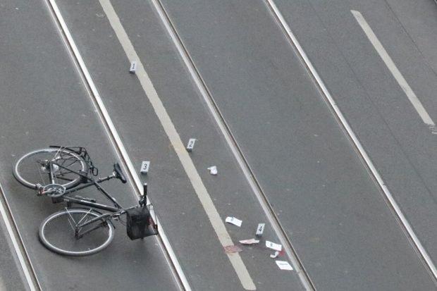 Über 20:30 Uhr hinaus stellte die Polizei den Unfallhergang nach und ermittelte vor Ort. Foto: L-IZ.de