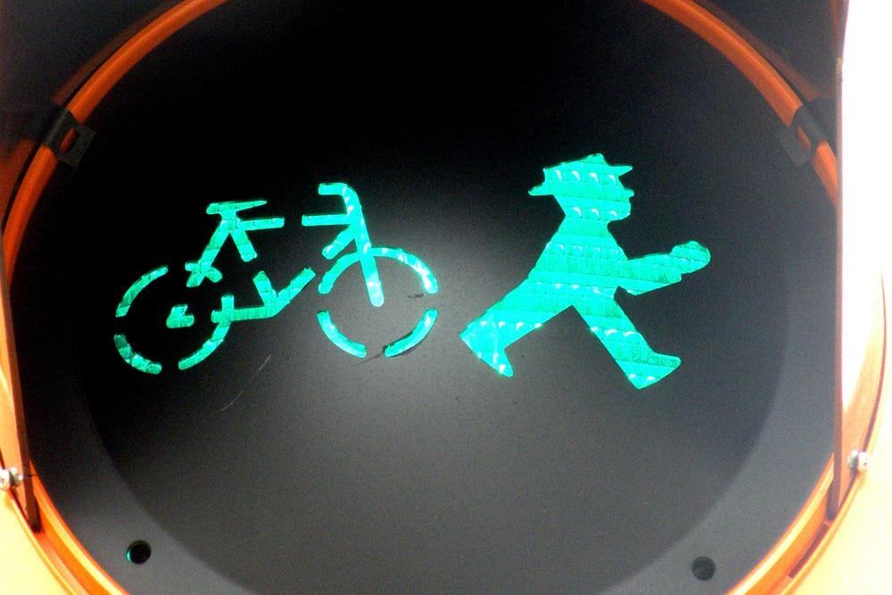 Auch das gibt's schon in Leipzig: Fahrräder, die das Ampelmännchen jagen. Foto: Marko Hofmann