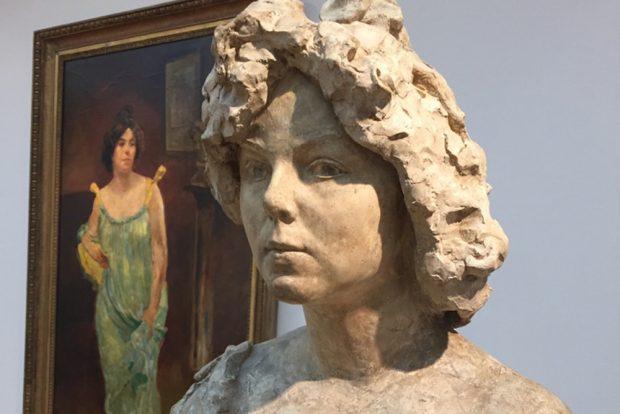 Büste und Gemälde von Elsa Asenieff im Museum der bildenden Künste. Foto Sibylle Kuhne