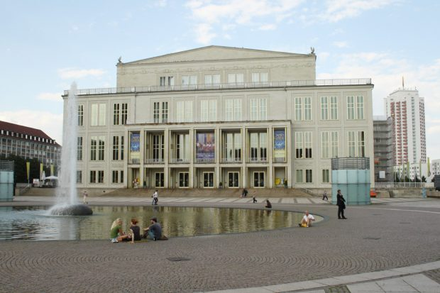 Bewundern, aber nicht reinsteigen? Opernbrunnen auf dem Augustusplatz. Foto: Ralf Julke