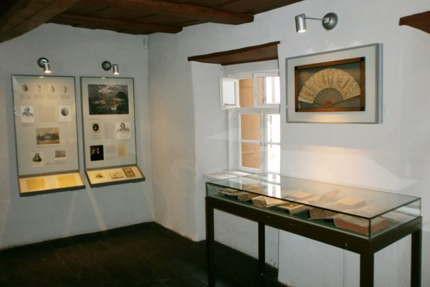 Die aktuelle Ausstellung im Schillerhaus. Foto: Stadtgeschichtliches Museum