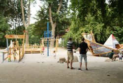 Beliebter Spielplatz am Auensee. Foto: Ralf Julke