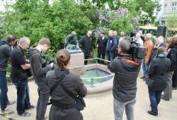 Vor-Ort-Termin am Froschbrunnen. Foto: Ralf Julke