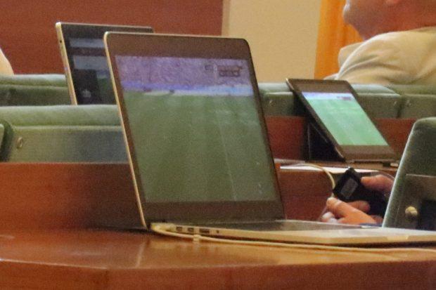 Harte Sitzung heute im Stadtrat. Gegen Ende, beim 2:0 für Südkorea schallte ungläubiges Lachen durch den Stadtrat. Foto: Michael Freitag