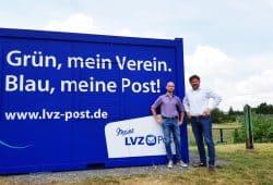 Kevin Hochler, Marketingleiter BSG Chemie, und Sven Szarka, Geschäftsführer LVZ Post, im Alfred- Kunze-Sportpark. BSG Chemie Leipzig