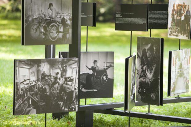 """Die BGW-Fotoausstellung zum Wettbewerb """"Mensch – Arbeit – Handicap"""". Foto: Joy Kröger/BGW"""