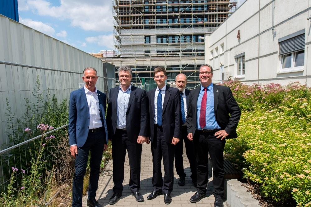 Besuch des Ostbeauftragten der Bundesregierung, PSts Christian Hirte (Mitte) am Deutschen Biomasseforschungszentrum. Foto: Paul Trainer/DBFZ