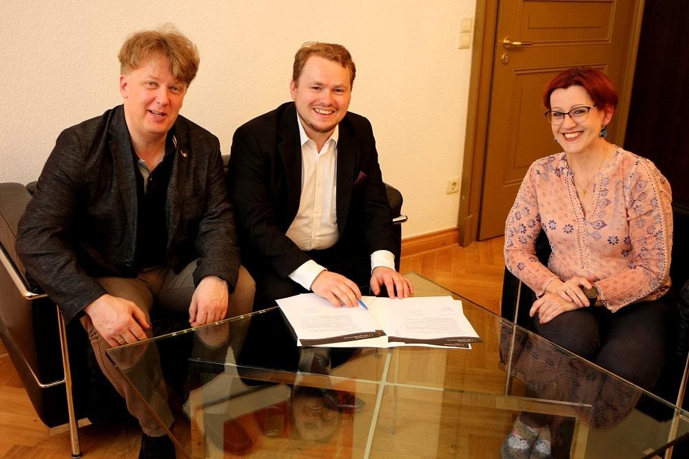 Prof. Matthias Foremny, Benjamin Huth, Gabriele Hegner (v.l.n.r.). Foto: Stefanie Schennerlein