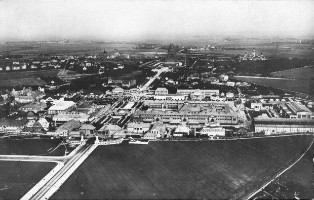 Ein Blick über Leipzig während des I. Weltkrieges mit Blick aufs damals neue Völkerschlachtdenkmal. Foto: Pro Leipzig Verlag