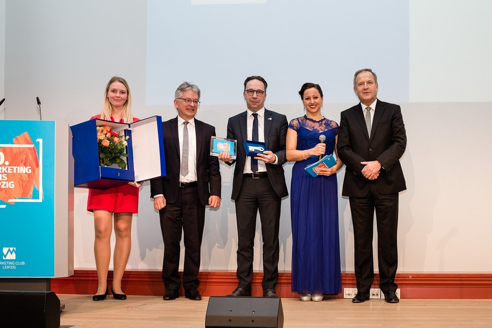 v.l.v.r.: Preisträger 2017 Fairgourmet, Freddy Holzapfel / Moderatorin und Prof. Dr. Donat / Präsident des MCL. Foto: Marketing Club Leipzig e.V.