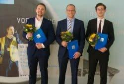 Die diesjährigen Preisträger des VDI-Förderpreises, die HTWK-Absolventen Philipp Sieder, Carsten Hempel, Martin Feldmann (v.l.n.r.). Foto: VDI Bezirksverein Leipzig