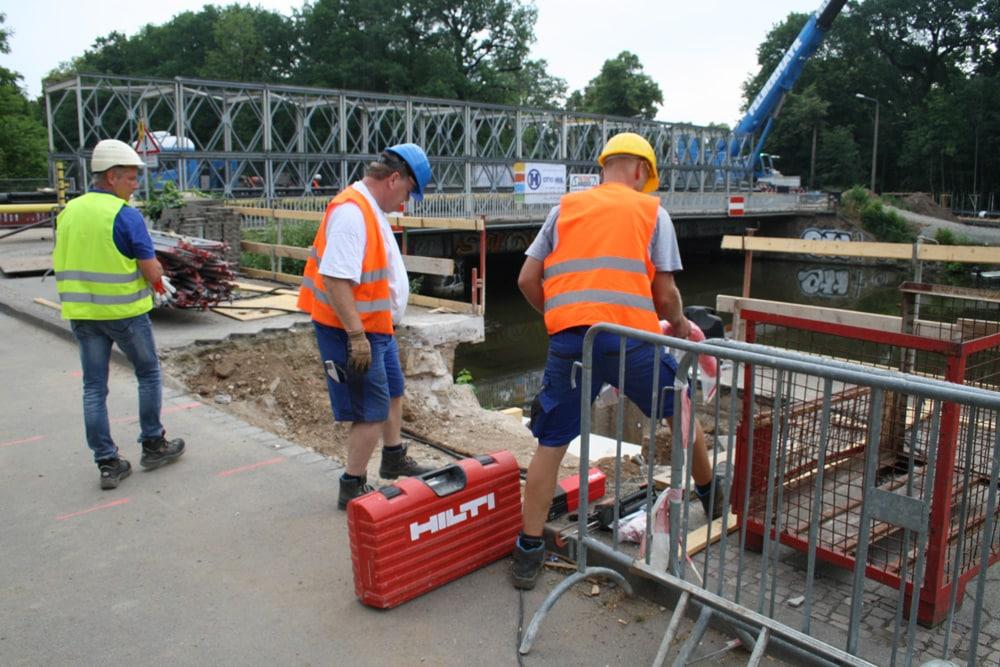 Das Widerlager für die Behelfsbrücke am Westufer der Weißen Elster. Foto: Ralf Julke