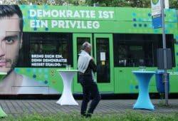 Leipziger Demokratie-Straßenbahn. Foto: Ralf Julke