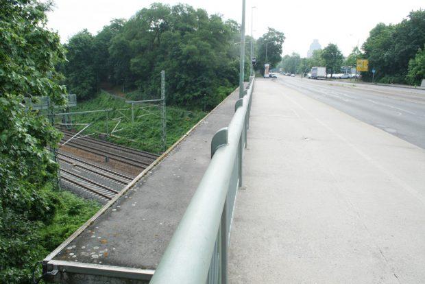 Blick von der Hofer Brücke zum Völkerschlachtdenkmal. Foto: Ralf Julke