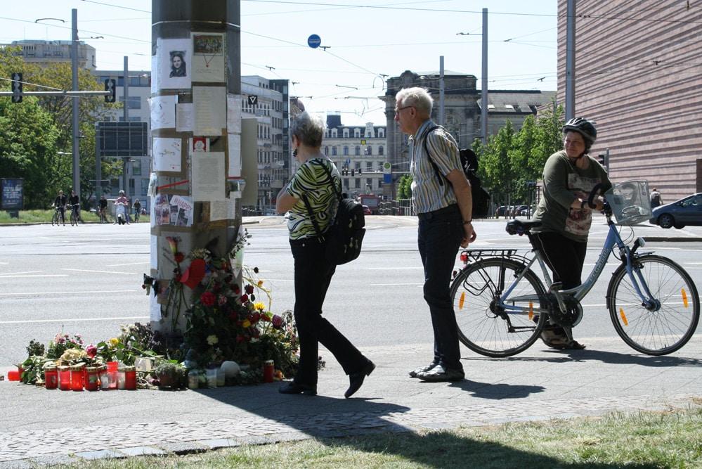 Gedenken an die verunfallte Radfahrerin am Martin-Luther-Ring. Foto: Ralf Julke
