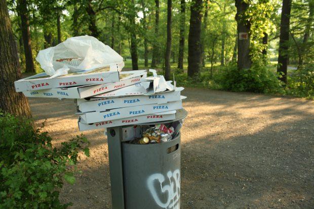 Fein aufgeräumte Pizza-Schachteln. Foto: Ralf Julke