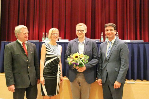 Gratulation zur Ernennung: Gerald Lehne, 1. Beigeordneter; Ines Lüpfert, 2. Beigeordnete; Jens Ranft, Leiter des Jugendamtes; Landrat Henry Graichen. Foto: Landkreis Leipzig
