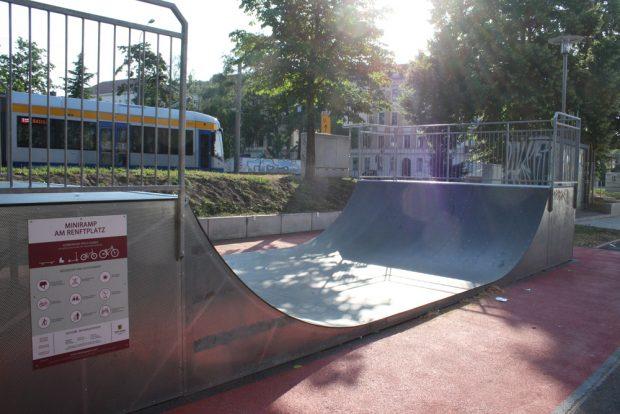 Halfpipe auf dem Renftplatz. Foto: Ralf Julke