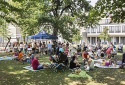 Ehemalige Frühchen, ihre Eltern sowie Schwestern und Ärzte treffen sich am 22. Juni zum 16. Frühchenpicknick zur entspannten Plauderei bei Kaffee und Kuchen. Foto: Stefan Straube/UKL