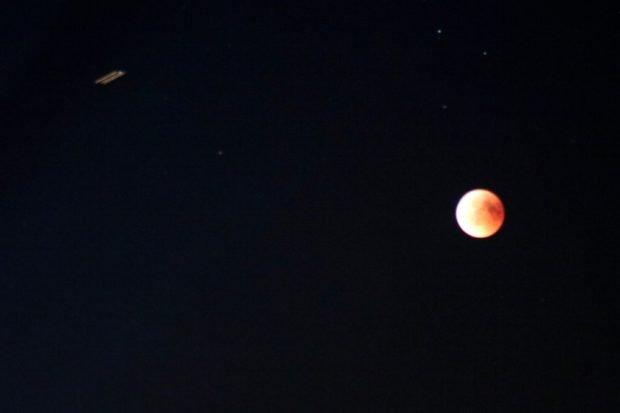 Die ISS auf ihrem Vorbeiflug am Mond über Leipzig. Foto: Michael Freitag