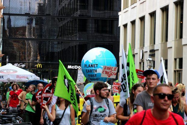 Rund 500 Menschen nahmen an der Demo durch die Leipziger Innenstadt teil. Foto: Michael Freitag