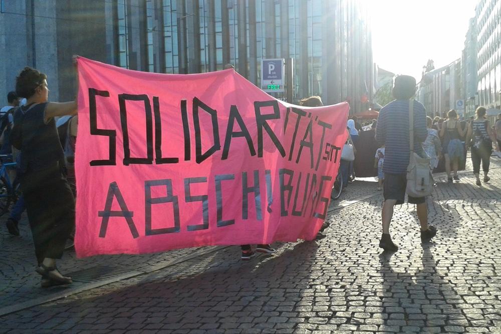 Demo gegen Abschiebungen. Foto: René LochDemo gegen Abschiebungen. Foto: René Loch