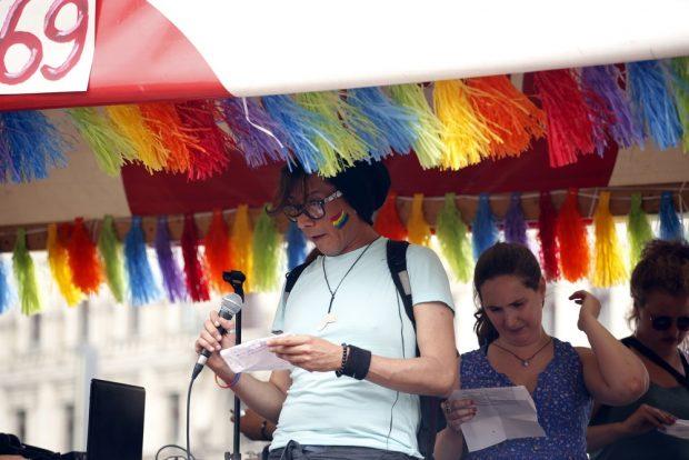Ein Aktivist thematisierte das Probleme von Homosexuellen in Flüchtlingsunterkünften. Foto: Alexander Böhm