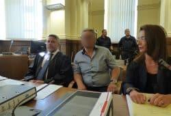 Er soll den Mord befohlen haben: Hüseyin D. (49, M.) mit seinen Verteidigern Ines Kilian und Curt-Matthias Engel am Landgericht. Foto: Lucas Böhme
