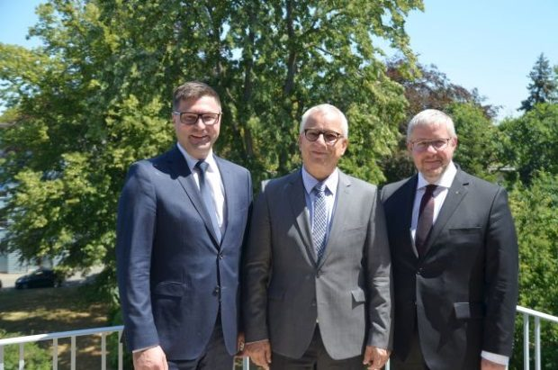 Neues Führungstrio der edia.con-Gruppe (v. l. n. r.): Dirk Herrmann, Hubertus Jaeger und Pastor Frank Eibisch. Foto: edia.con/Franziska Frensel
