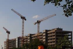In Leipzig wird gebaut - das Richtige und genug eher nicht. An der Prager Straße im Leipziger Osten. Foto: Michael Freitag