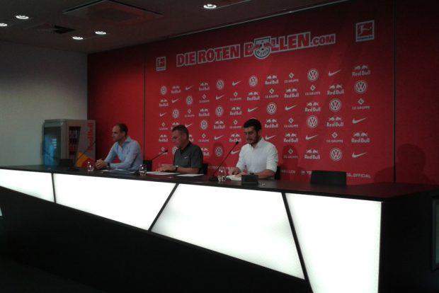 Ralf Rangnick (m.) wird erneut RBL-Cheftrainer. Foto: René Loch