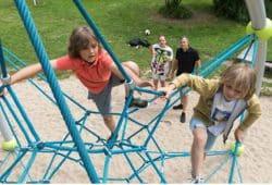 Intakte Spielplätze sind auch fürs Wohlgefühl der Kinder wichtig. Foto: AOK
