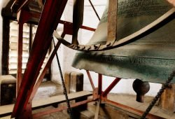 Die von Jakob König 1634 gegossene Glocke im Thomas-Geläut. Foto: Thomaskirche – Bach e.V., Michael Bader