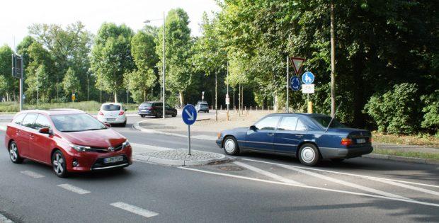 Einmündung der Edvard-Grieg-Allee in den Kreisverkehr. Foto: Ralf Julke
