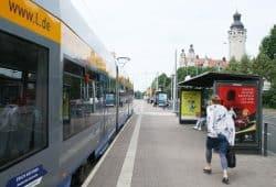 Wartehäuschen an der Haltestelle Wilhelm-Leuschner-Platz. Foto: Ralf Julke