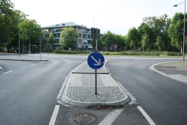 Fußgängerinsel an der Edvard-Grieg-Allee. Foto: Ralf Julke