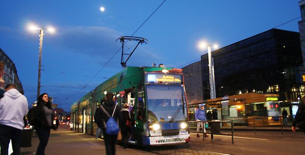 Straßenbahnhaltestelle Goerdelerring. Foto: Ralf Julke