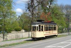 """Deutschlandweit der älteste Straßenbahn-Wagen im Liniendienst: Das ist der Naumburger """"Lindner""""-Wagen von 1928. Foto: Naumburger Straßenbahn GmbH."""