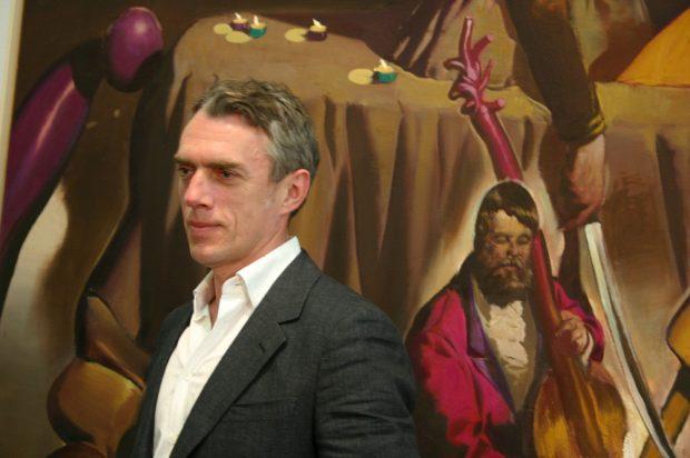 """Neo Rauch vor seinem Bild """"Reiter"""" (2010). Foto: Ralf Julke"""