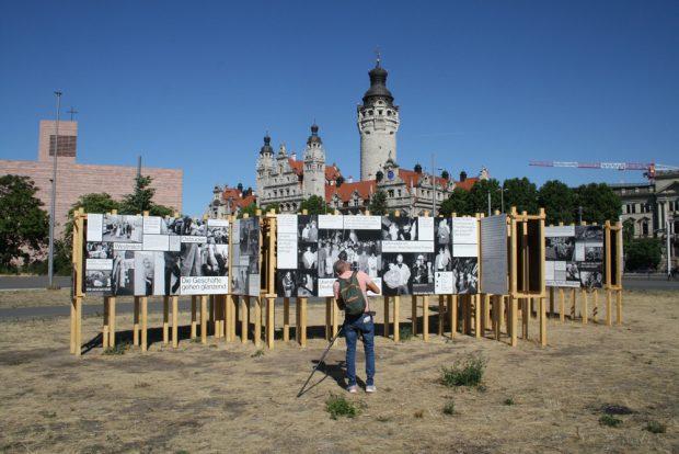 """Installation """"Zerrissene Gesellschaft"""" auf dem Wilhelm-Leuschner-Platz. Foto: Ralf Julke"""