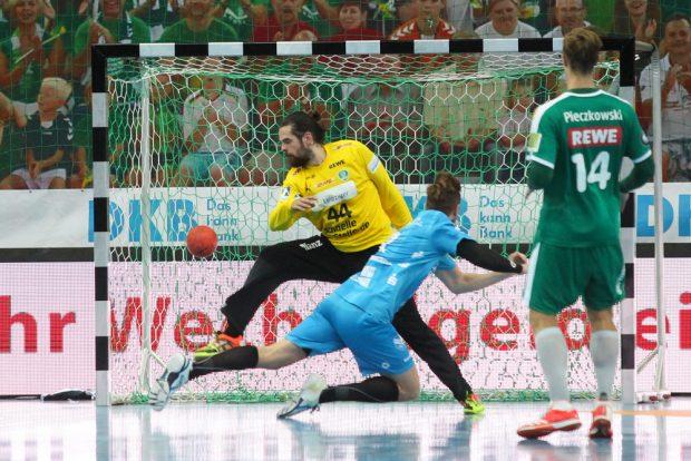 DHfK-Keeper Milos Putera musste einmal mehr hinter sich greifen als sein Stuttgarter Gegenüber. Foto: Jan Kaefer