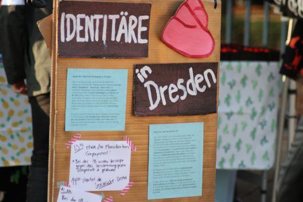 Die Wandtafel mit aktuellen Ereignissen aus Dresden