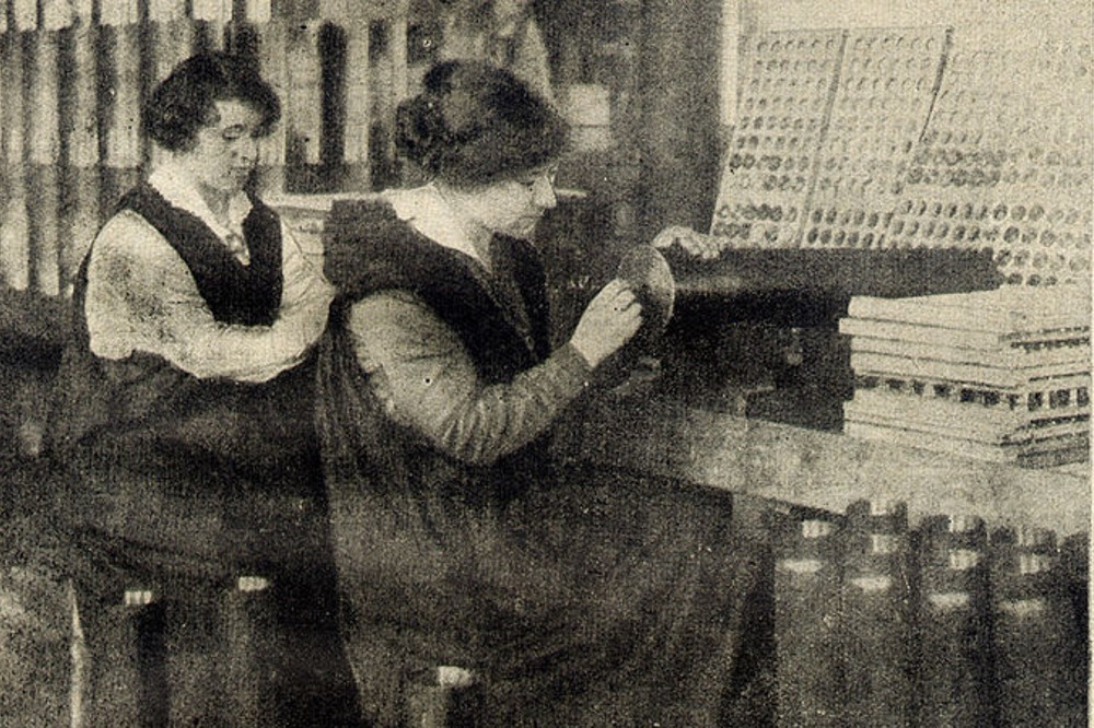 Frauen in der Waffenfertigung während des I. Weltkrieges, hier in England. Foto: