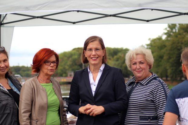 Kulturbürgermeisterin Skadi Jennicke zu Besuch auf der Brücke