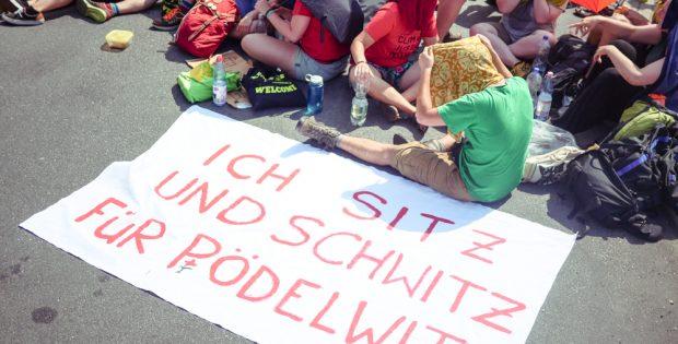 Demo am Kraftwerk Lippendorf: Kohle(er)Setzen. Foto: Luca Kunze