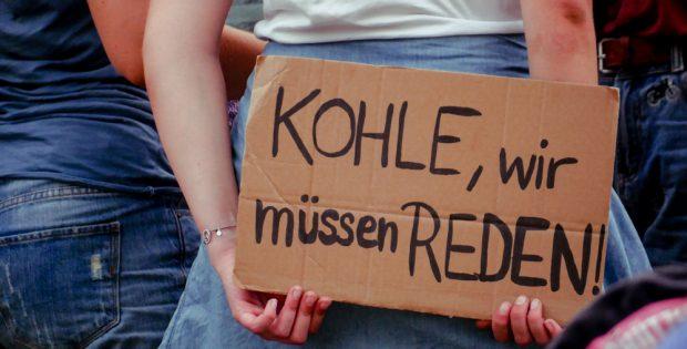 Eine Protest- und Blockadeaktion führte am Samstag, 4. August, zum Kohlekraftwerk Lippendorf. Foto: Luca Kunze