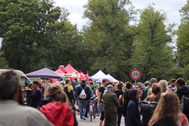 Mehrere tausend Leipziger kamen am 25.08.2018 zum 4. Brückenfest