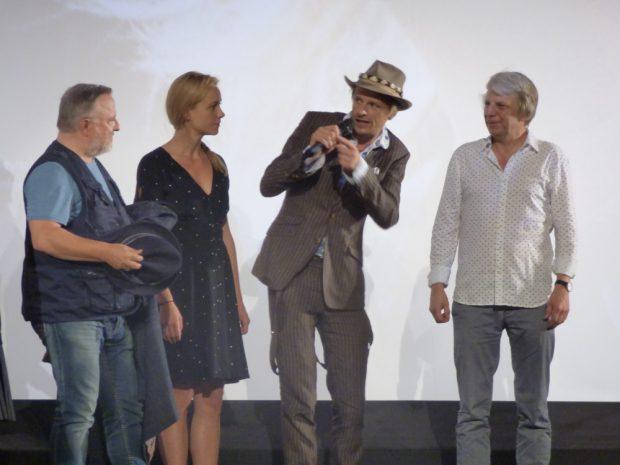 Regisseur Andreas Dresen mit den Schauspielern Alexander Scheer, Anna Unterberger und Axel Prahl (v.r.) bei der Premiere in Essen. Foto: Lucas Böhme