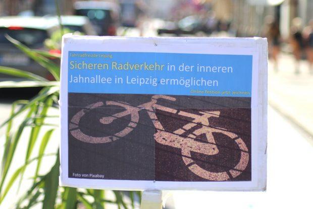 Sicher Rad fahren fordert die Petition von Volker Holzendorf. Foto: Michael Freitag