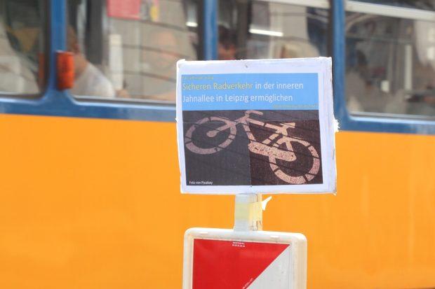 """Für einen sicheren Radweg an der inneren Jahnallee wird es in den kommenden Tagen eine """"Bikelane"""" geben. Foto: Michael Freitag"""